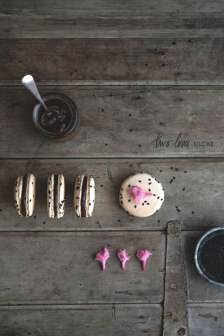 two-loves-studio-liquorice-macarons8.jpg 1,000×1,498 pixels
