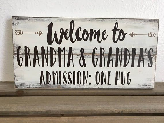 Grandpa and Grandma small pallet sign with arrows and