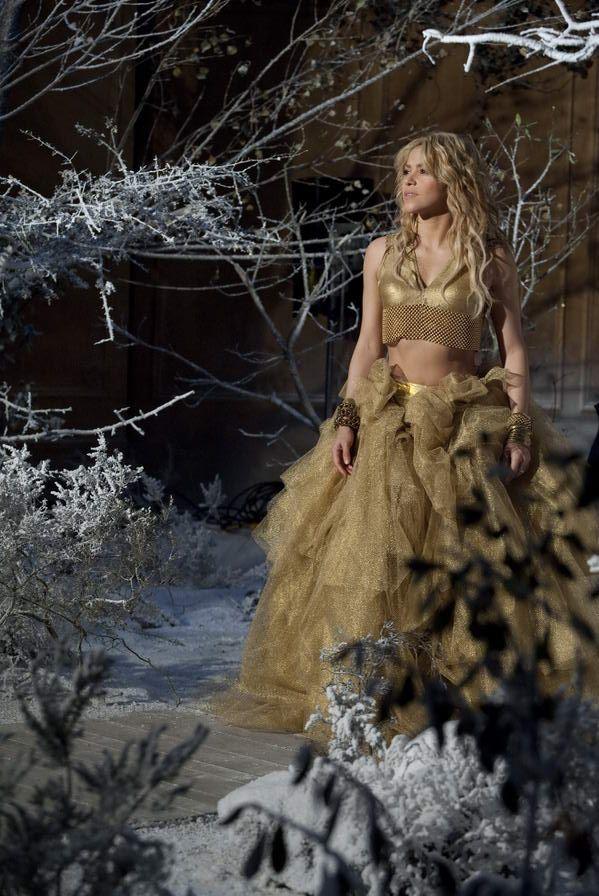 Shakira brilla en el spot de Freixenet con el top creado por Laura B - Agente-K