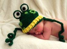 Free frog hat crochet pattern - Snappy Tots
