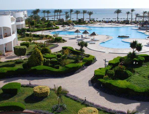 Отель Grand Seas Resort Hostmark, Хургада, Египет #Египет #Путешествия  Отель Grand Seas Resort Hostmark расположен в 15,6 км от острова Гифтун, до международного аэропорта Хургады 7 км.  В отеле: 200 номеров. Номера оборудованы телевизором, кондиционером, ванная комната с душем, феном и полотенцами,  мини-бар.  На территории отеля вы можете посетить ресторан со «шведским столом». В отеле обустроена игровая комната и работают аниматоры.  #отель подойдет любителям спокойного отдыха, кайта..