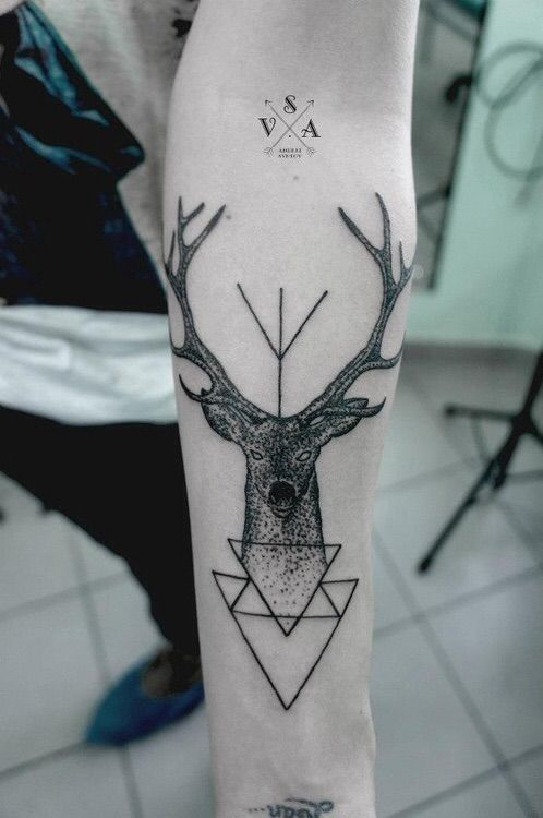 Imagen vía We Heart It https://weheartit.com/entry/87119290/via/2399222 #art #deer #hand #hipster #stag #style #symbols #Tattoos #triangles