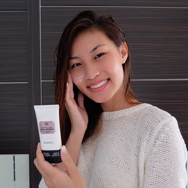 Did you know that UVA still penetrate indoor, therefor endangering our skin? I use #SkinDefence from @thebodyshopindo both indoors and outdoors to keep my skin from sun exposure. Let's protect our skin with Skin Defence! #MySkinDefence #thebodyshop