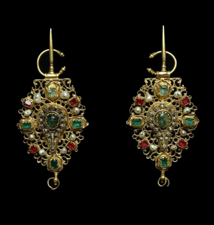 Morocco   Fibula; gold, rubies, emeralds and baroque pearls   Probably 18th century   Tetouan