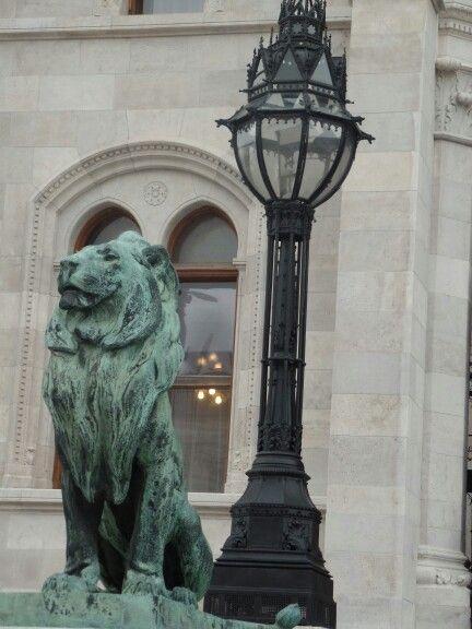 Kossuth-tér, Parlament