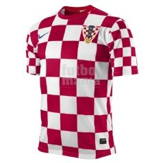 Camiseta oficial de la selección de Croacia para la Eurocopa de Polonia y Ucrania. Consíguela aquí: http://www.futbolmanianet.com/futbol/450497614/camiseta-nike-croacia-1a-12?orden==1