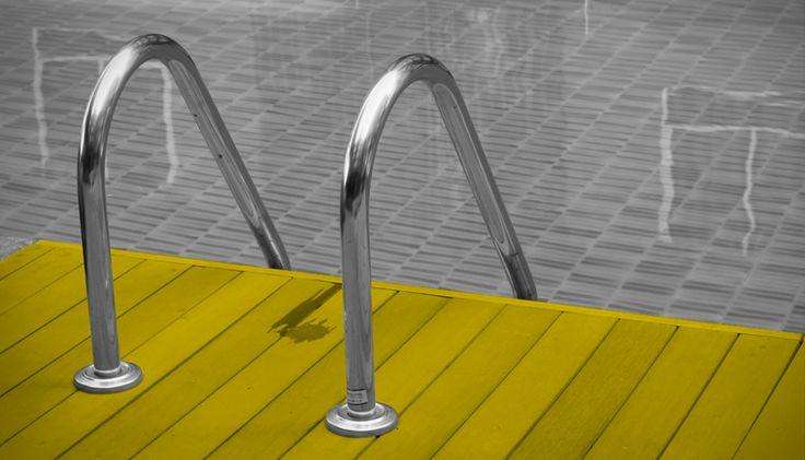 Quel bonheur de paresser au soleil, dans sa piscine ou son spa pendant nos beaux mois d'été ! Afin d'en profiter tout en étant prévoyant, relaxez-vous en lisant nos conseils utiles. #piscine #pool #fun #promutuel https://www.promutuelassurance.ca/fr/blog/son-chez-soi/les-bons-reflexes-pour-profiter-de-votre-piscine