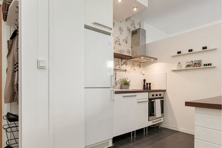 Кухня в квартире-студии со встроенной техникой
