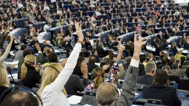 Avrupa Parlamentosu, raportör Kati Piri tarafından hazırlanan Türkiye aleyhindeki raporu rekor oy oranıyla kabul etti. Avrupa Parlamentosu Dışişleri Komisyonu, Hollandalı raportör Kati Piri tarafından hazırlanan Türkiye raporunu 51 evet, 3 hayır oyu ile kabul etti.   #Avrupa Parlamentosu #Kati Piri #raportör #Türkiye