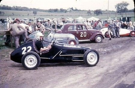 Peter Chambers in the # 22 Ken Wylie 1948 built Austin A40 based open wheeler in the Bathurst Pits. The Fiat - Simca #20 of J.Plummer in the backgound, the white & red # 31 is the Bill Dutton Alta 1100 Special.