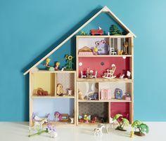 Vous aimez la récup' ! vous allez découvrir l'art de recycler des caisses en bois. En suivant les explications de Alexandra Ragache, vous allez poncer, clouer, percer, peindre, démonter et tout naturellement vous allez utiliser des caisses de vin dans la décoration et la vie de tous les jours.Elles peuvent prendre place dans toutes les pièces de la maison et avoir de multiples utilisations : bibliothèque murale, mini-étagère, chariot à roulettes, maison de poupée, bar à épices, nichoir à…