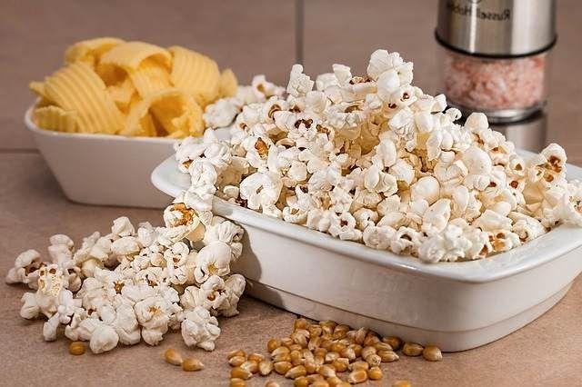 Los beneficios de comer palomitas de maíz Hace poco os enseñamos a hacer Palomitas en casa dado que estas siempre serán más sanas que las compradas. Un rec