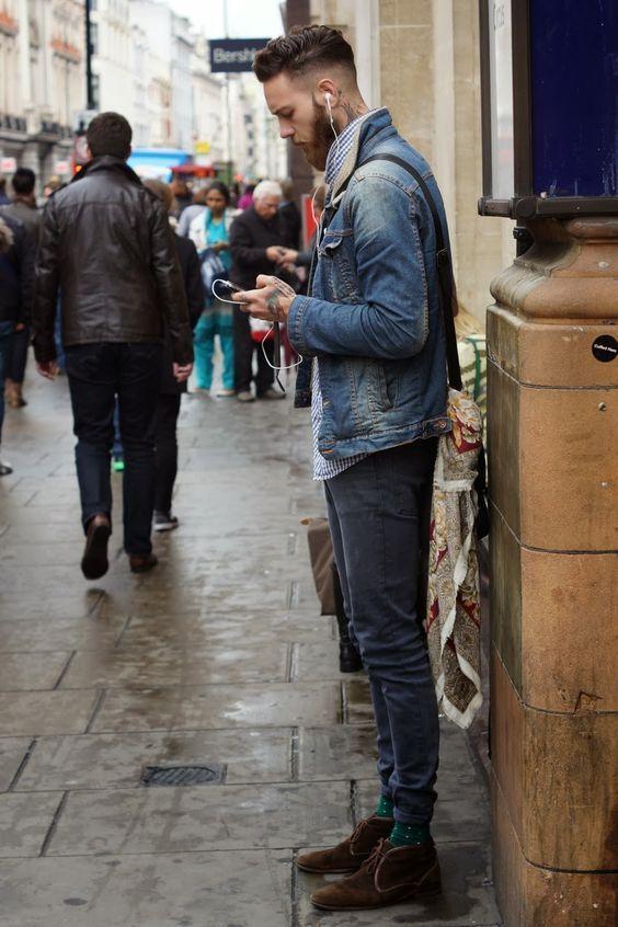 Jaqueta Jeans. Macho Moda - Blog de Moda Masculina: Jaqueta Jeans Masculina: Pra Inspirar e Onde Encontrar. Moda Masculina, Roupa de Homem, Moda para Homens. Jeans com Jeans, All Jeans, Bota Marrom Masculina, Forro de Pelo