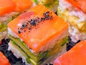 """Lightly-pressed piece of SUSHI topped with cooked ingredients(salmon)"" - japanese recipe/スモークサーモンとアボカドの押し寿司"