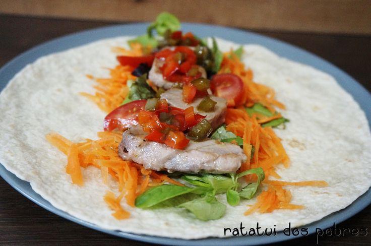 Tacos c atum fresco e compota de pimentos