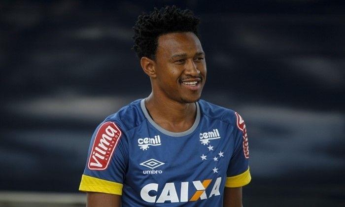 Lateral Fabrício rescinde com o Cruzeiro e fecha com o Atlético-PR