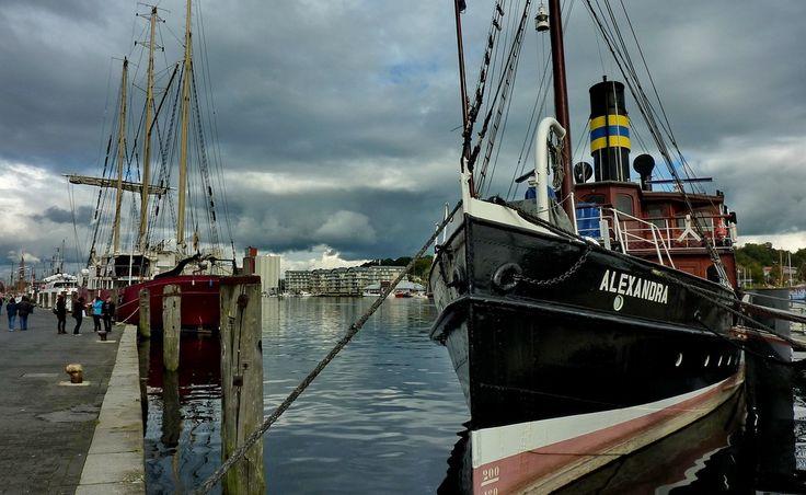 Salondampfer 'Alexandra' am Anlegeplatz Flensburger Förde
