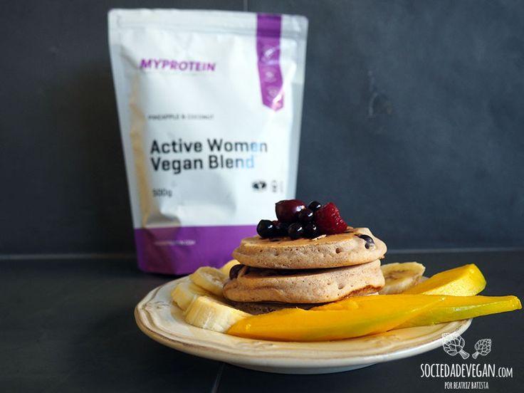 Uma das receitas que mais tenho feito ao pequeno-almoço são panquecas. Tenho experimentado várias para conseguir panquecas vegan.