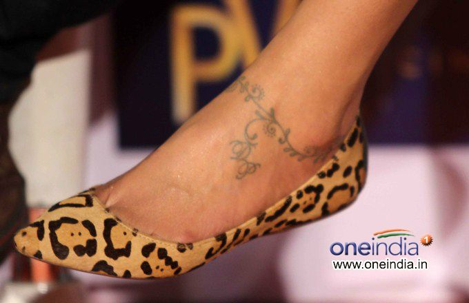 love Deepika Padukone´s ankle tattoo