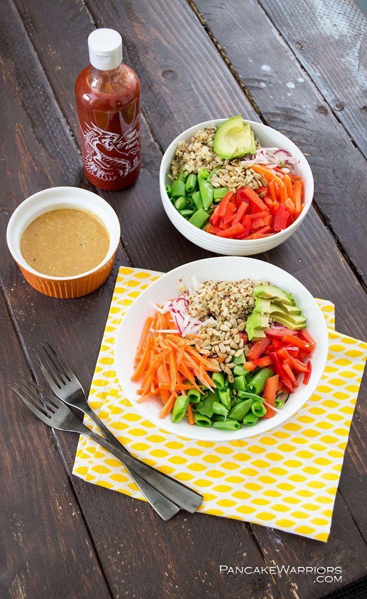 Le bon mix : quinoa + cosses de petits pois + courgette + carotte + poivron + avocat + graines de tournesolLa sauce : farine d'arachide + sauce soja + vinaigre ...