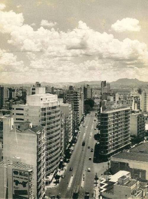 """Década de 50 - Avenida São João, sem o Elevado Costa e Silva (também conhecido como """"Minhocão"""")."""