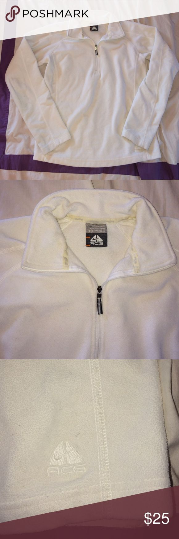 Nike ACG White Fit Therma White thermal from Nike ACG in good condition. Super warm and cozy! Great for skiing or under a vest in the fall! Nike Tops Sweatshirts & Hoodies