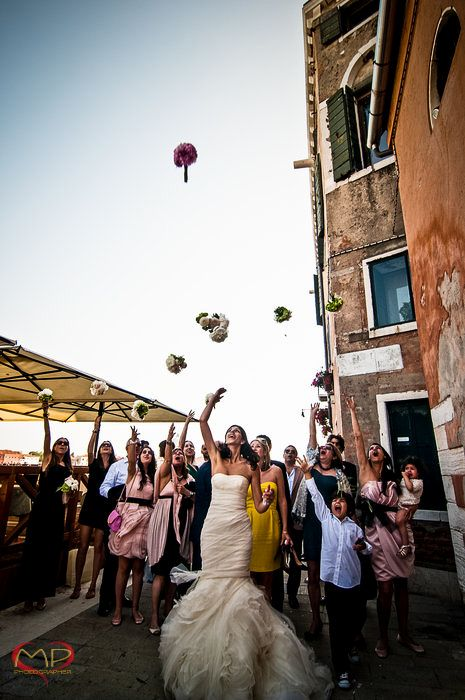Wedding in Venice / Tossing of the Bouquet!