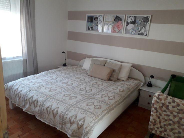 Csikos  fal háló  hálószoba  bedroom beige nyugodt