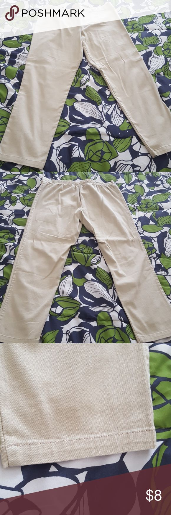 Womens Khaki Pants NWOT (L) 12P-14P Khaki White Stag pants size large 12 petite to 14 petite. New without tags. Never worn. 98% cotton 2% spandex. Pleated front with elastic waistband in the back. Great condition. Machine wash. Ships from a pet free and smoke-free home. Thank you for shopping my shop! White Stag Pants Skinny