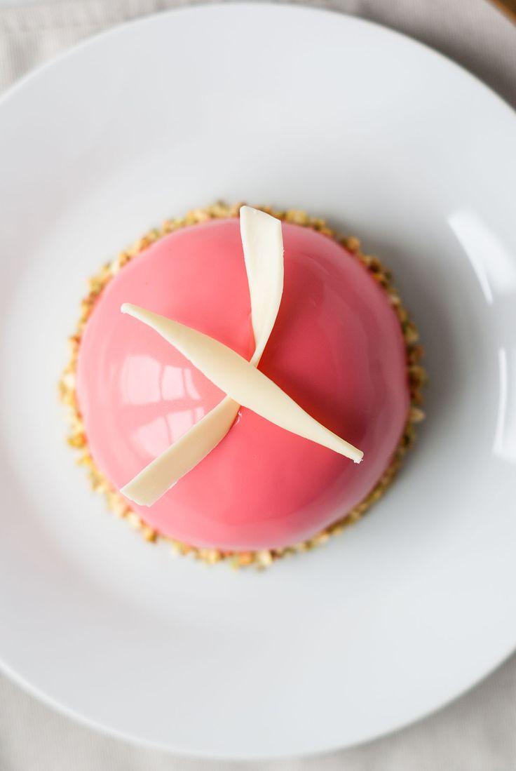Dôme Entremets Framboise-Pistache   Lilie Bakery http://liliebakery.fr/dome-entremets-framboise-pistache/