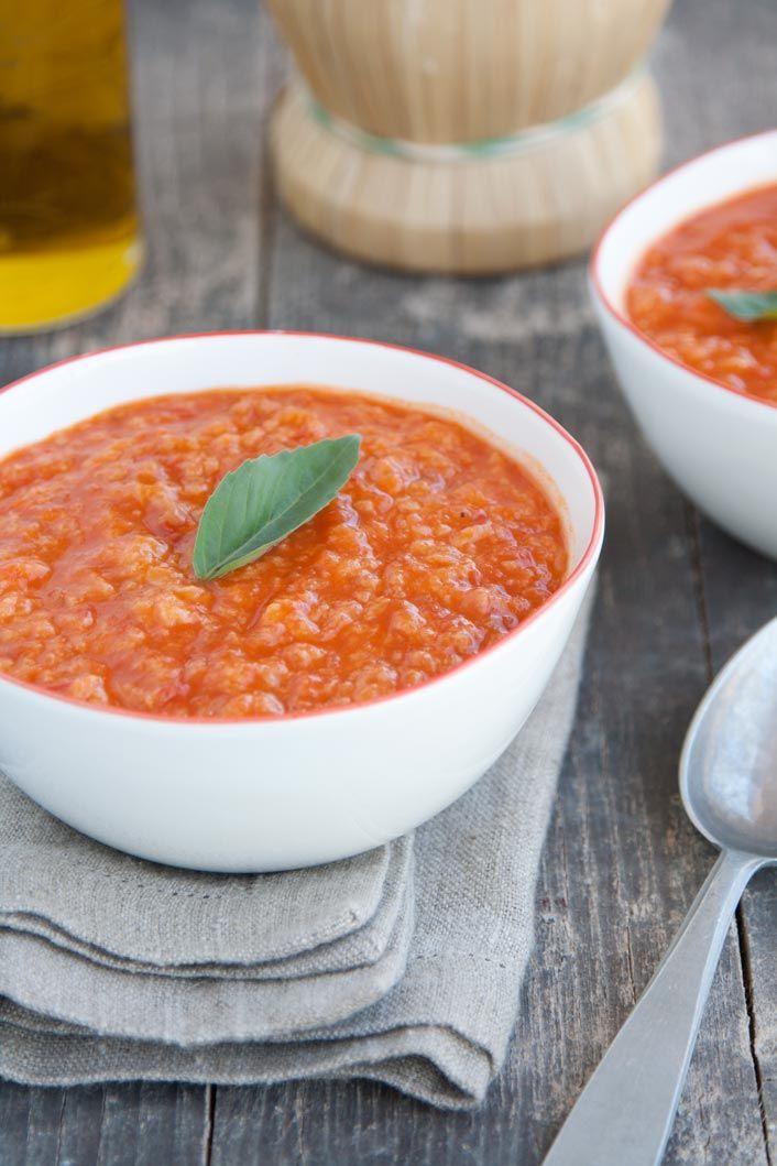 La pappa al pomodoro è un primo piatto molto umile, tipicamente toscano, che tradizionalmente veniva preparato dai contadini per recuperare il pane avanzato ormai raffermo. Ottima …