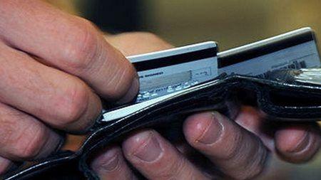 Los efectivos castrenses localizaron debajo del asiento del conductor 103 tarjetas de crédito de distintos titulares