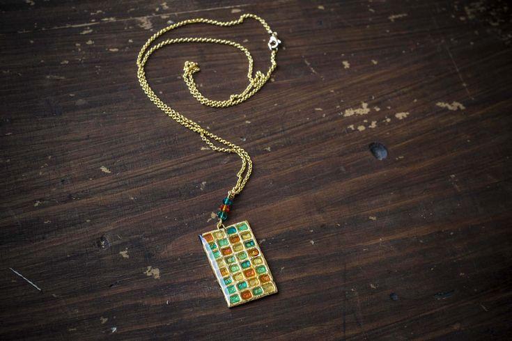 Completo collana, orecchini, anello in fimo e resina, base dorata e colori misti di NinettaBijoux su Etsy
