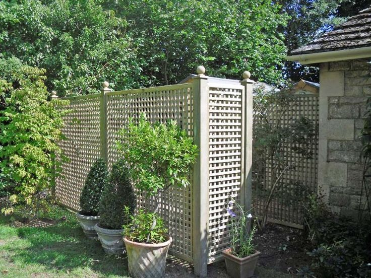 Unusual fence ideas fencing projects garden landscaping for Cheap garden privacy ideas