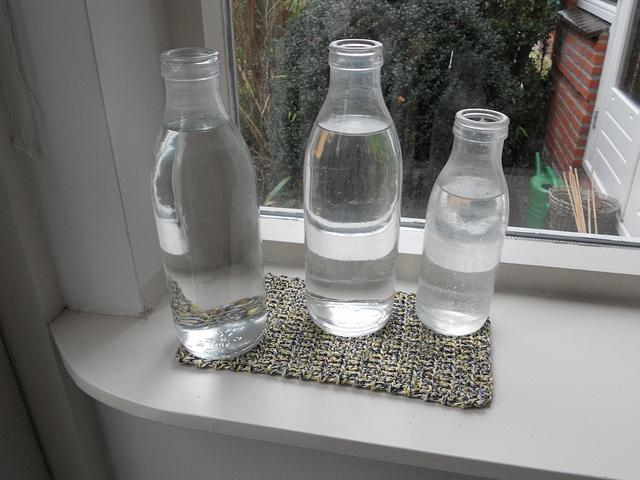 Gehaakte onderzetter voor oude melkflessen/ Crocheted coaster for former Dutch milk bottles