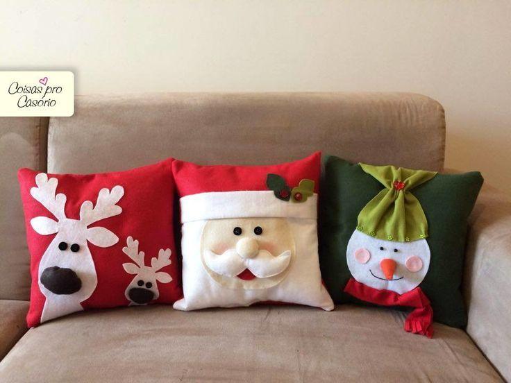 Almofada Papai Noel Totalmente feita à mão. Ela é decorativa e já vai enchida. É perfeita para dar um toque natalino delicado à sua sala. Composto por: - 1 almofada Papai Noel Medida da almofada: 28cmx28cm. Prazo de produção: 7 dias