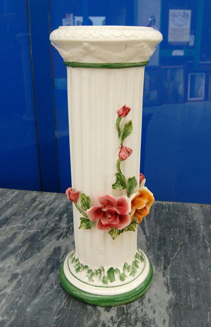 Colonna in ceramica firmata Bassano con grandi fiori dipinti h 49 cm