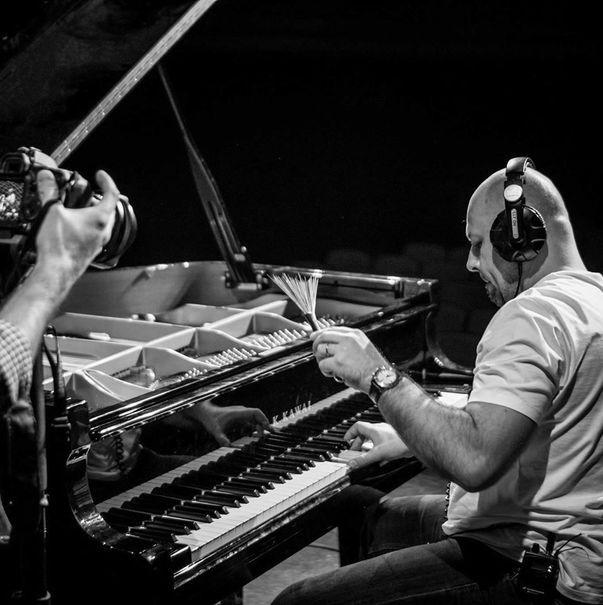 În creierul munţilor, la Gărâna, în Semenic-Caraş Severin a avut loc a XX-a ediţia a Festivalului de Jazz. Cinci zile de jazz, 80 din cei mai importanţi cântăreţi de jazz ai lumii, un Marius Giura care a...