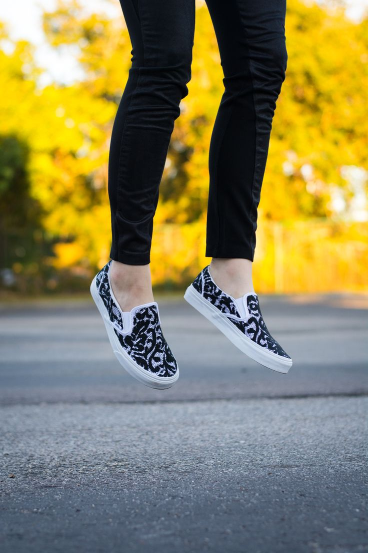 #DIY Lace Slip-on Sneakers SUPPLIES: Vans slip-on sneakers, black lace, flexible fabric glue, paint brush, scissors <3