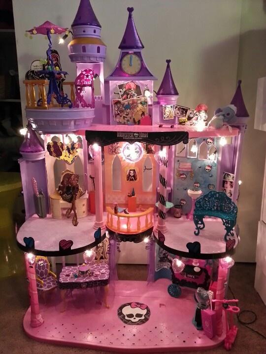Her Monster High Castle:)) I Make It For Her:)♥