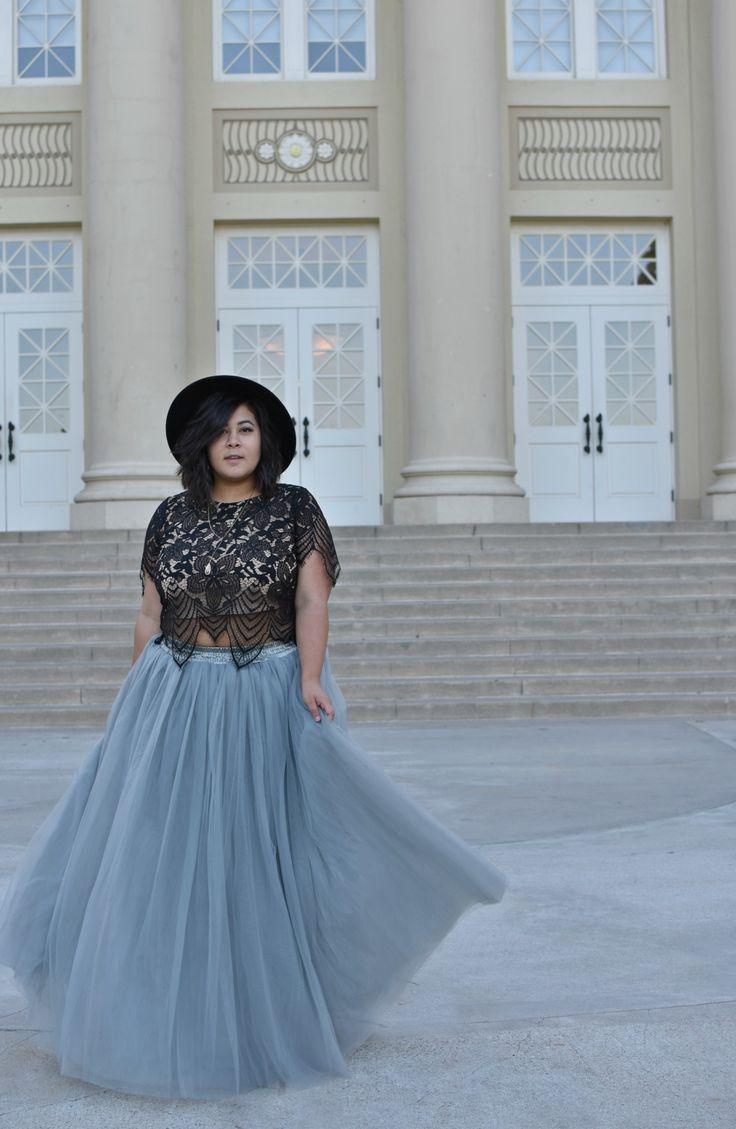 Plus size grey long tutu tulle skirt from Society+ styled with converse. Boho tutu skirt. Urban tulle skirt outfit, how to style a tutu skirt, how to style a grey tulle skirt, long grey tulle skirt, Plus size tulle skirt, plus size tutu skirt, society plus