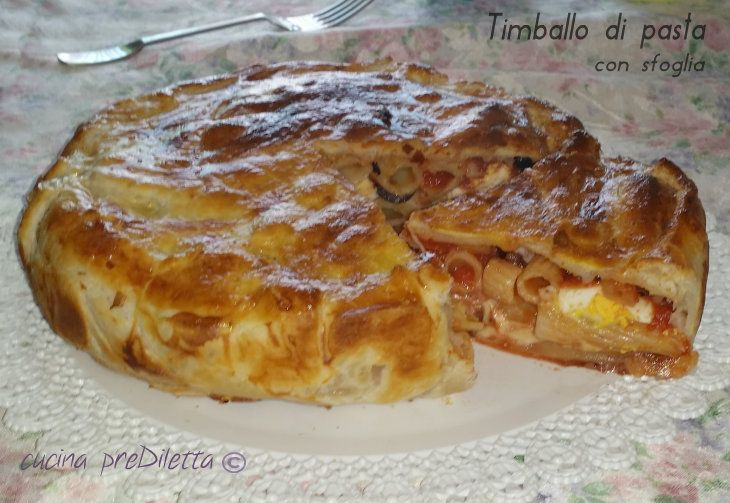 La ricetta di oggi è il timballo di pasta con sfoglia, un ricco primo piatto. Si tratta di un timballo di pasta condito con salsa di pomodoro, mozzarella...