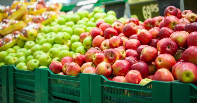 Pesticidi, Greenpeace: presenti nell'83% delle mele in Europa