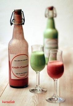 Selbstgemachter Waldmeister- oder Kirsch-Cremelikör - mit Download für die Flaschen-Etiketten - herzelieb