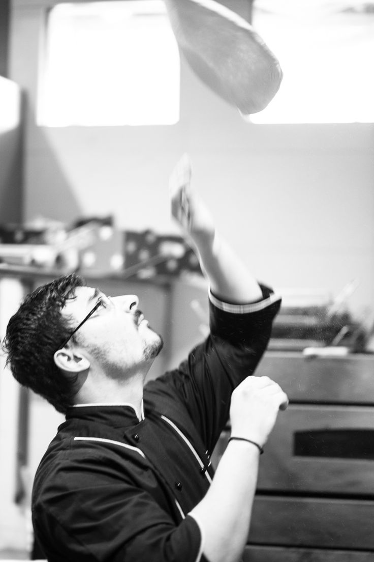 Antonio opening the dove with the italian way to make the pizza
