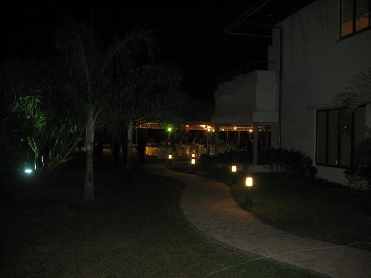 Het rumhuis by night