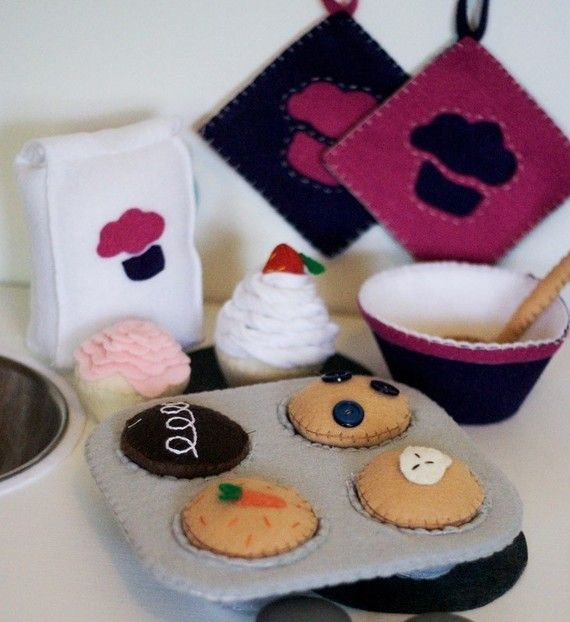 DIY Felt Cupcake Muffin Baking Set...Play Food...PDF Pattern, preschooler, busy bags! I thought of you when I saw this, @Stephanie Segall
