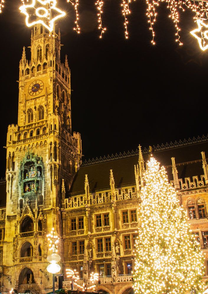 The Christmas Market on the Marienplatz in Munich      |    25 Impressive photos of Christmas celebrations around the World. #17 Is Awesome!