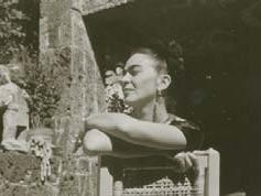 Florence Arquin Frida Kahlo a Coyoacán, primi anni quaranta Stampa alla gelatina d'argento, 53x42 cm Courtesy of Throckmorton Fine Art Inc., New York, USA Florence Arquin by SIAE 2016 Foto di Gerardo Suter