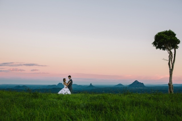 Photo hotspot: Maleny in the Sunshine Coast Hinterland with the Glass House Mountains in the background #couple #wedding #photography #sunset